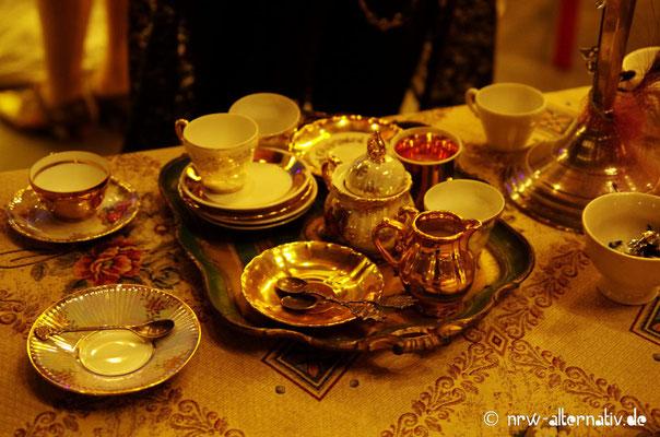 Für Tee und Gebäck wie zu Queen Victorias Zeiten war ebenfalls gesorgt ...