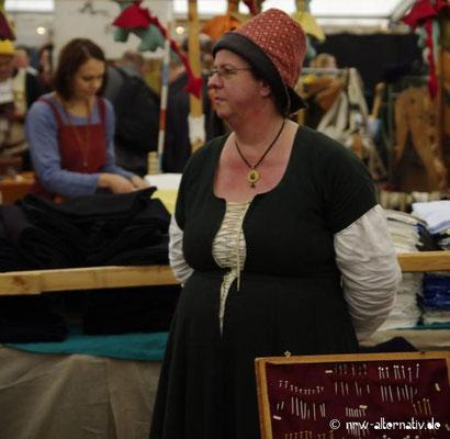 Auch die Händler trugen Gewandung - passend zu der Zeit, aus der ihre Waren stammten.