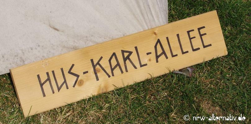 Schönes Straßenschild im Lager: Huskarl ist ein moderner Schwertkampfstil.