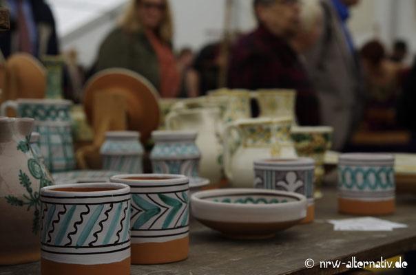 Handbemalte Keramik auf der 6. Internationalen Reenactmentmesse in Minden.
