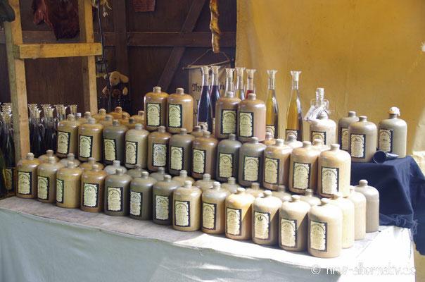 Marktstände während des Gaudiums auf Schloss Horst