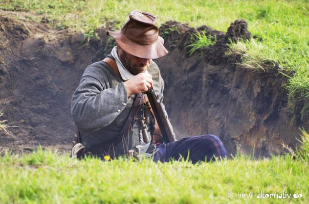 Schütze im Graben bei der Slag om Grolle