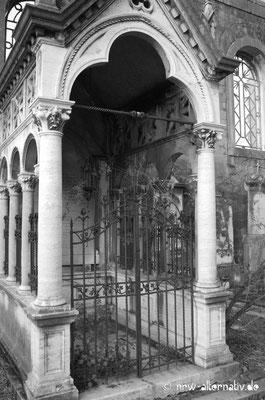 Manche Gräber scheinen mystisch und geheimnisvoll.