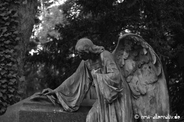 Und noch mehr Engelskulpturen auf Melaten in Köln.