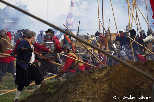 Dramatische Szenen an den Gräben bei der Slacht um Grolle.