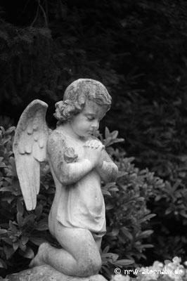 Darf Gabkunst auch kitschig sein? Sicher, auf dem Melatenfriedhof in Köln.