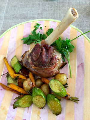 Slowly cooked lamb shank with season vegetables ZsL
