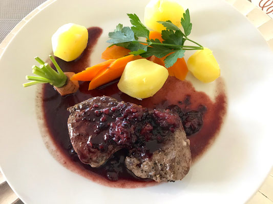 Venison with blackberry sauce by ZsL
