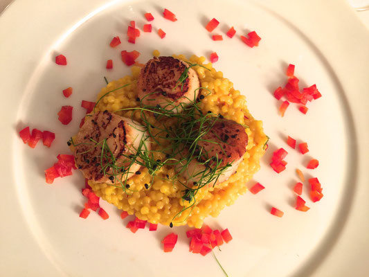 Roasted sea scallops with saffron sauce by ZsL