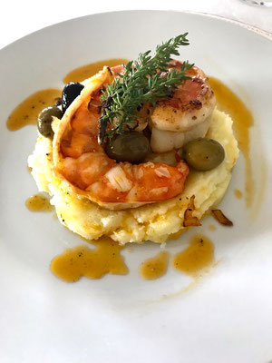 Sauteed shrimps in a bed of puree by Zsl