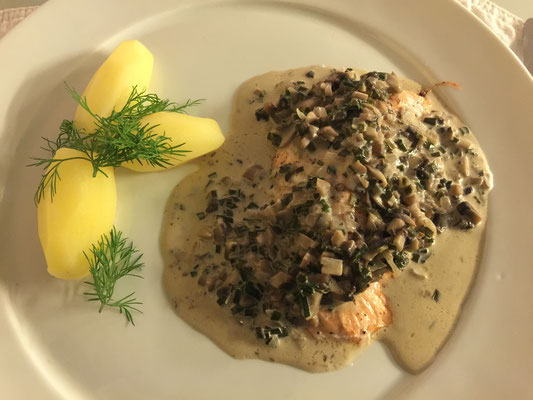 Baked salmon with chives sauce by ZsL