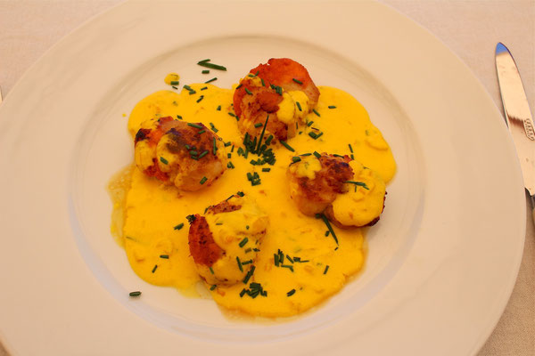 Scallops with saffron sauce and chives by ZsL