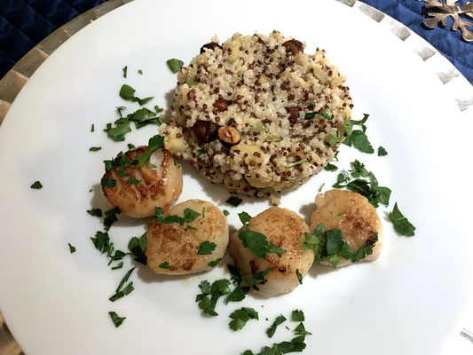 Braised sea scallops with quinoa and hazelnuts by ZsL