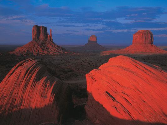 Abendlicht über Mittens and Merrick Butte I Monument Valley I Navajoland I Utah