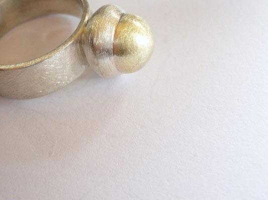 Ring 925/- Sterlingsilber und 585/- Gelbgoldkugel