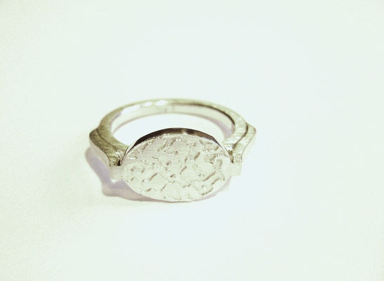 Anfertigung für Kunden: 925/- Sterlingsilberring mit einer außergewöhnlichen Form.