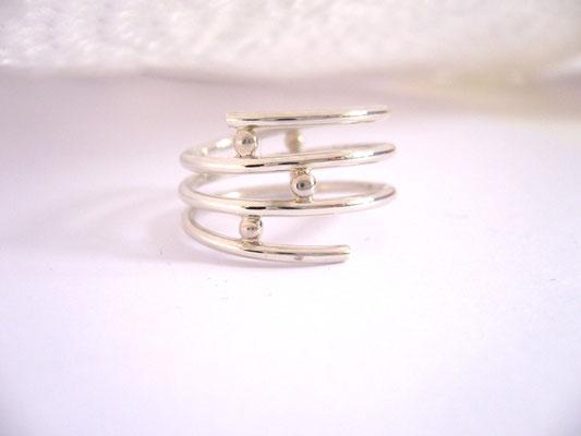 Verkauft: 925/- Sterlingsilber mit kleinen Silberkugeln als Abstandshalter.