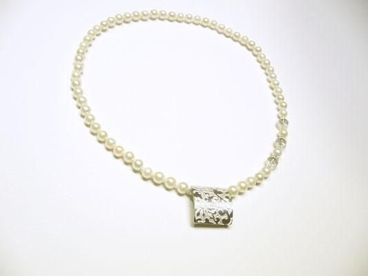 Verkauft. 925/- Sterlingsilberkettenschließe an einer Perlenkette.