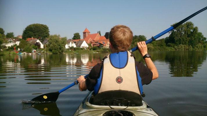 Kajaktour mit Preetzer Stadtkirche im Blick