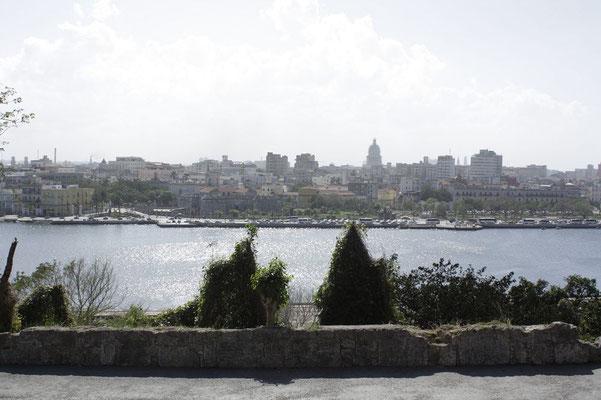 Blick von Cubas Casablanca nach Havana