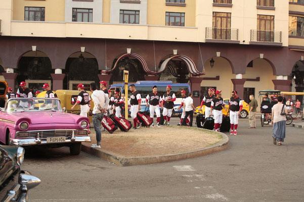 Cubas Baseballspieler am parque de central