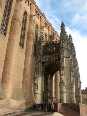 Entrée se la cathédrale sainte -Cécile