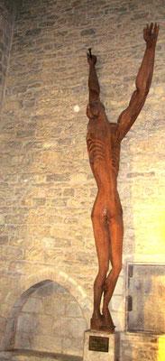 Christ de Zadkine taillé dans un tronc d'arbre