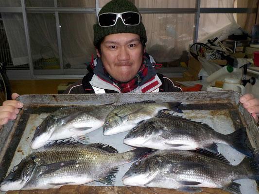 3月8日 磯釣りで上村さん チヌ、メイタ5匹
