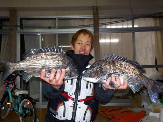 3月8日 磯釣りで柴田さん チヌ44.5㎝・44㎝