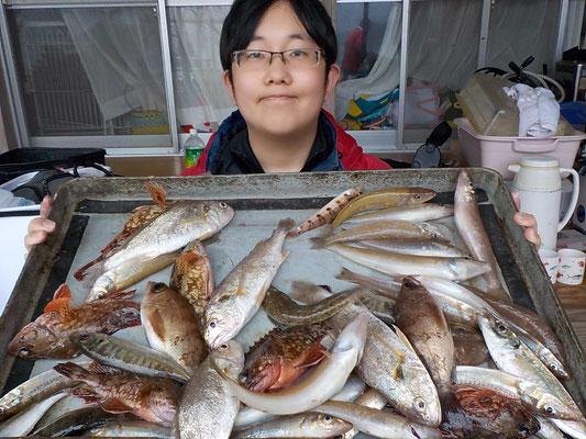 4月8日 船外機付きレンタルボートで松本さん   キス26匹 ガラカブ12匹 アジ4匹 コチ2匹