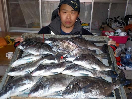 4月2日 磯釣りで永津さん(2人) チヌ、メイタ15匹