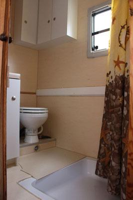 Bad mit 80x80 Dusche, Eckschrank und Keramik!toilette
