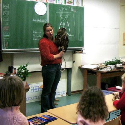 Dr. Birge Herkt in der Grundschulklasse ihrer Tochter Merle