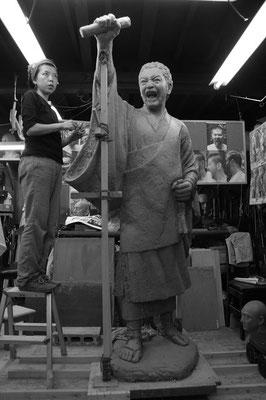 ブロンズ像のための粘土原型づくり
