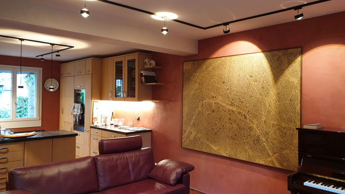 Das Wohnzimmer mit den warmen Terrakottafarben