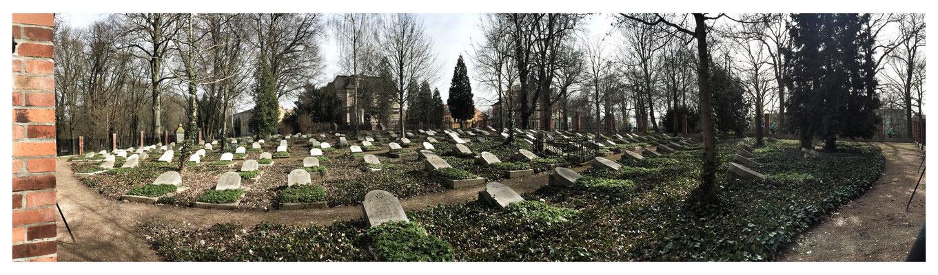 Ehrenfriedhof für Kriegsgefangene , Zwangsarbeiter und gefallene Soldaten der Roten Armee. Torgau, April 2016.