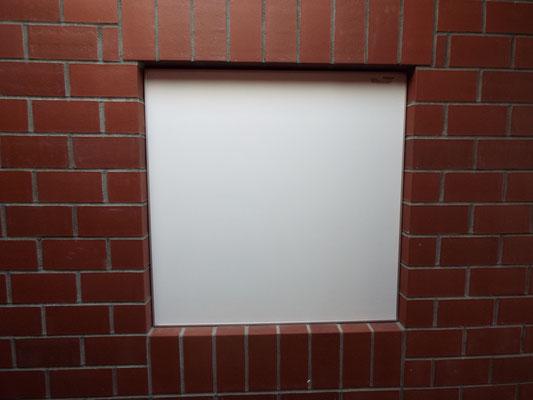 Ein weißes (schwarzes Brett) wartet auf Informationen