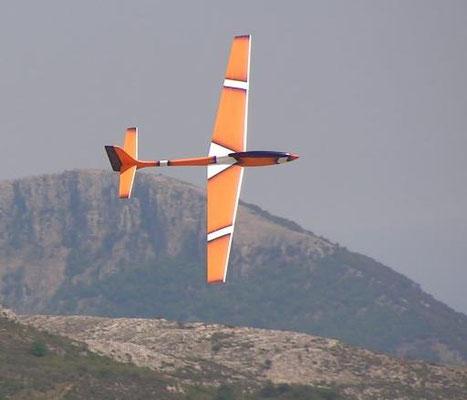 planeur Voltij Aeromod déco Nemo orange blanc bleu foncé en vol