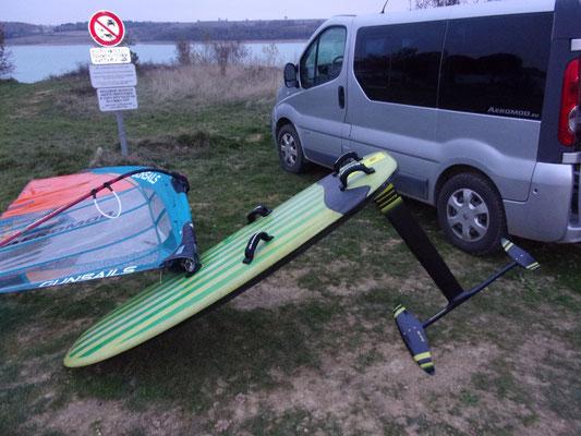 windfoil aeromod v2 : aile easy m sur planche à voile montée au lac de la ganguise