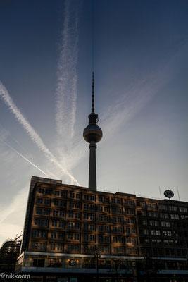 Fernsehturm Berlin (Sicht vom Alexanderplatz)