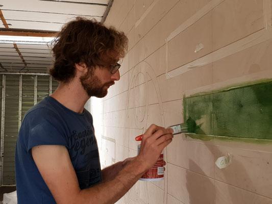 Wandvertäfelung anstreichen