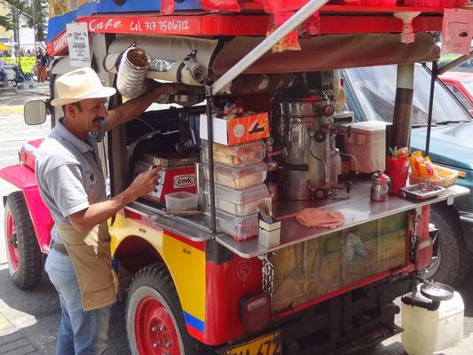 """""""El Camperito"""" - der Kaffee- Willys- Jeep. Von der Röstmaschine bis zum fertigen Kaffee ist hier alles an Bord."""