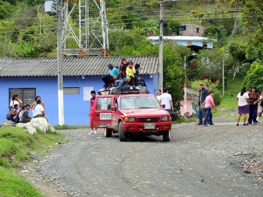 Schulbus in San Andres de Pisimbala