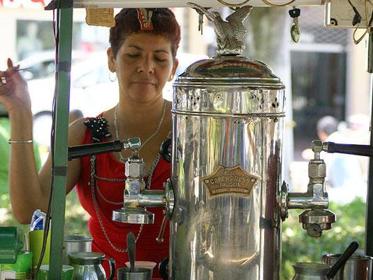 """Für besten Kaffeegenuss - """"La Cafexpress"""", traditionelle Kaffeemaschine aus Pereira."""