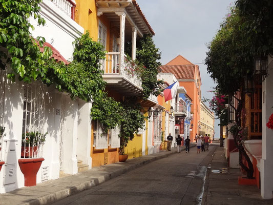 Eine der unzähligen, bunten und kolonial geprägten Gassen der Altstadt