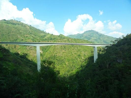 Ausbau des Andenpass La Linea zwischen Bogota und der Kaffeezone