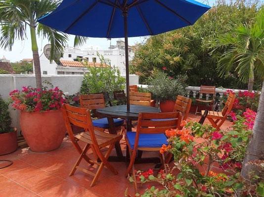 Terrasse im Obergeschoß des Hotel 3 Banderas Cartagena