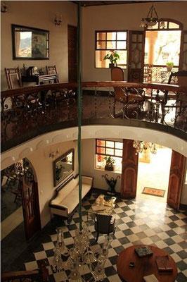 Hotel Don Alfonso Pereira - Rezeption & Treppenflur