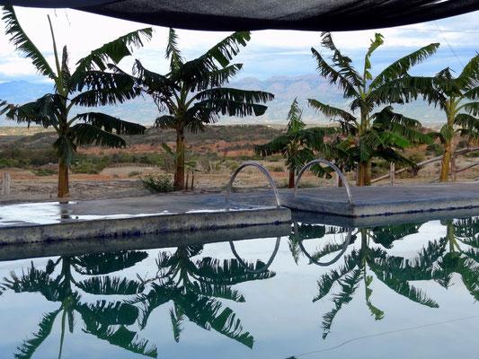 Tolle Aussicht am Pool unserer Unterkunft in der Tatacoa Wüste
