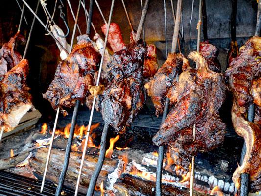 Kalbfleischspieße, am Feuer geschmort